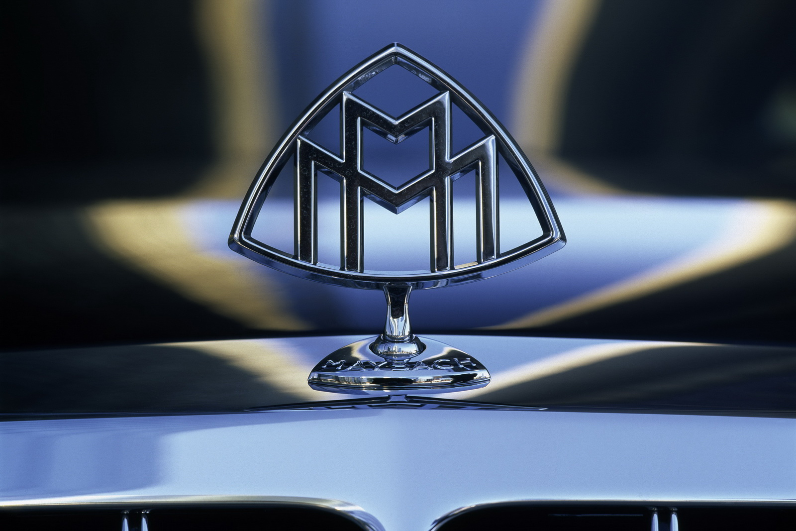 Maybach Symbol Wallpaper