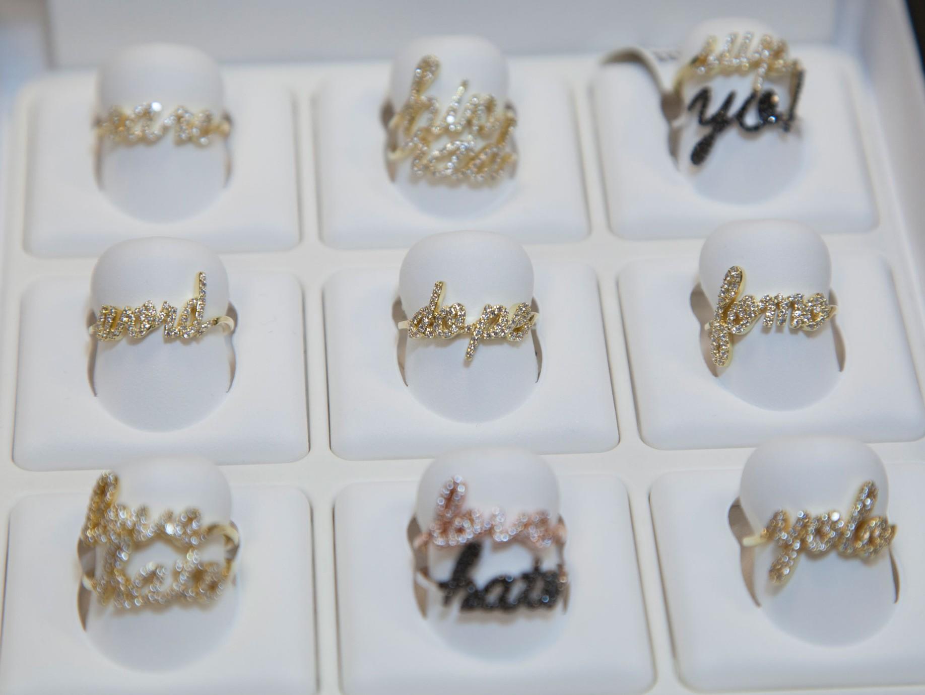 Khai Khai Jewelry Logo 3D Wallpaper